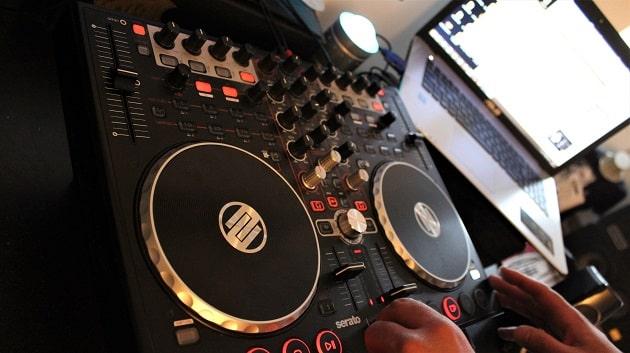 Einsteiger DJ Equipment für Anfänger und Fortgeschrittene