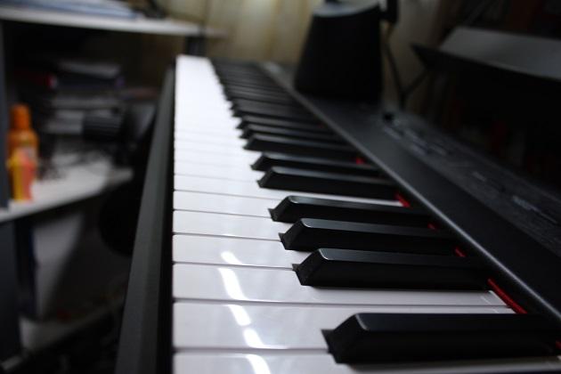 beleuchtete Klaviertasten